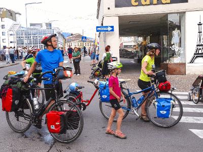Gepäcktransport mit dem Fahrrad am Donauradweg